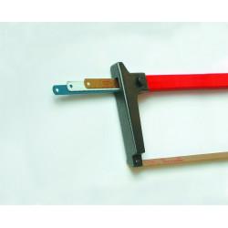 Scie à main avec des lames de remplacement du compartiment